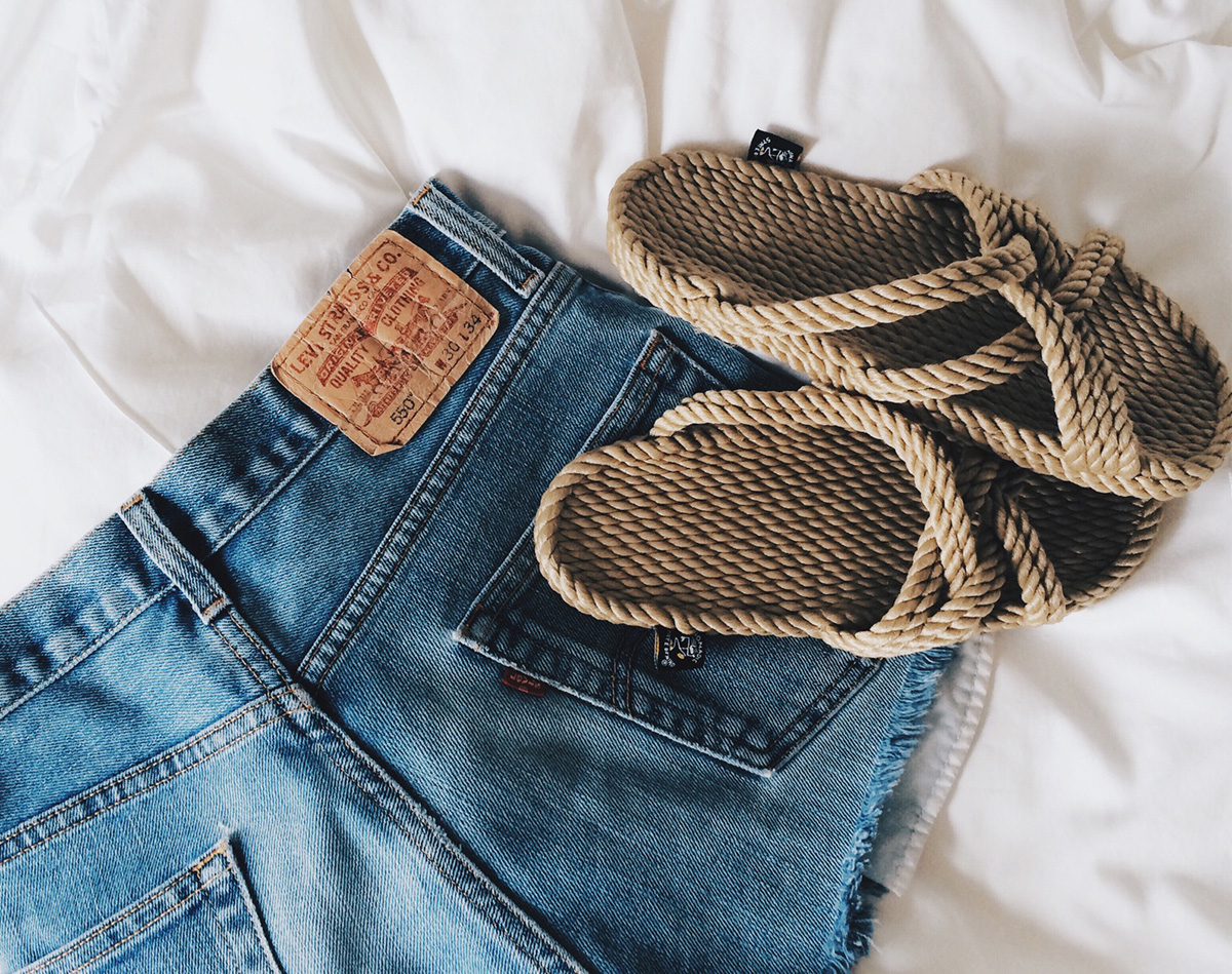 vintage levi shorts and rope sandals