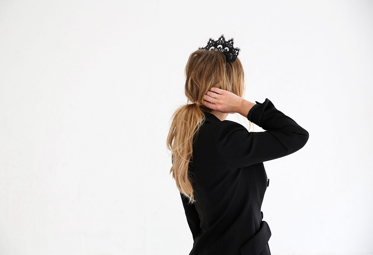 Fashion blogger Lisa Hamilton styling black & white Derby Day options for spring racing