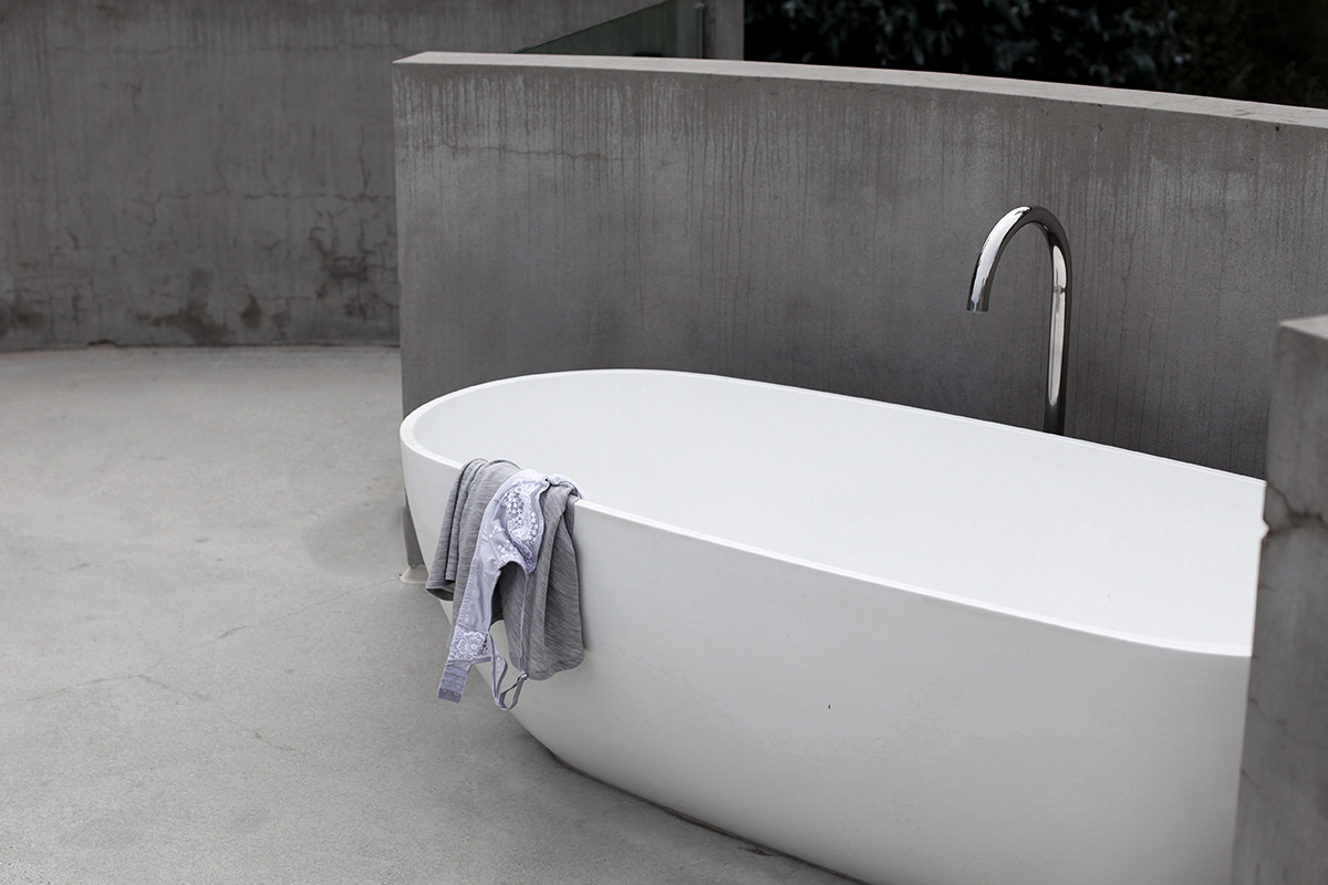Lifestyle blogger Lisa Hamilton from See Want Shop captures an outdoor bathroom at the Great Ocean House Lorne