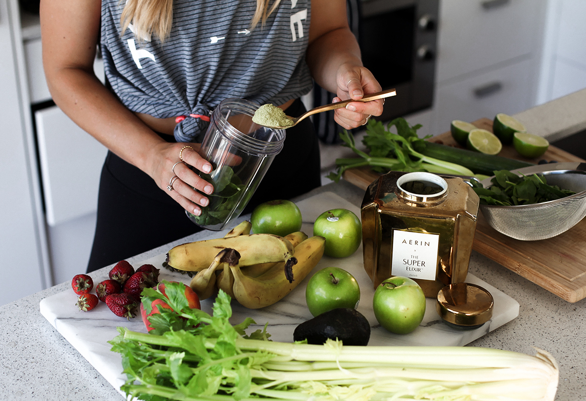 Health blogger Lisa Hamilton from See Want Shop using the WelleCo Super Elixir Alkalising Greens in her diet
