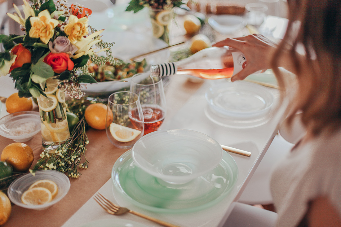 easy summer dinner party with maxwell and williams